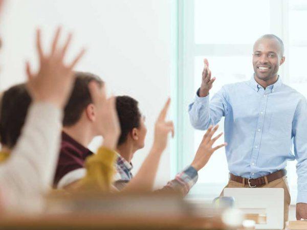 Ingin Jadi Guru yang Disenangi Siswa Saat Mengajar? Lakukan 7 Trik Ini!